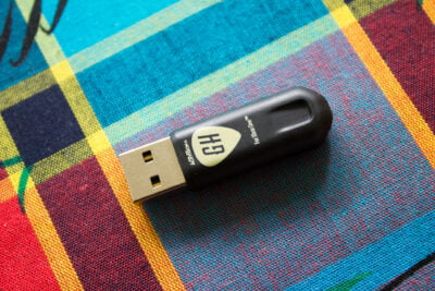 Le fameux dongle USB fournit avec Guitar Hero Live Xbox One, PS4 et Wii U