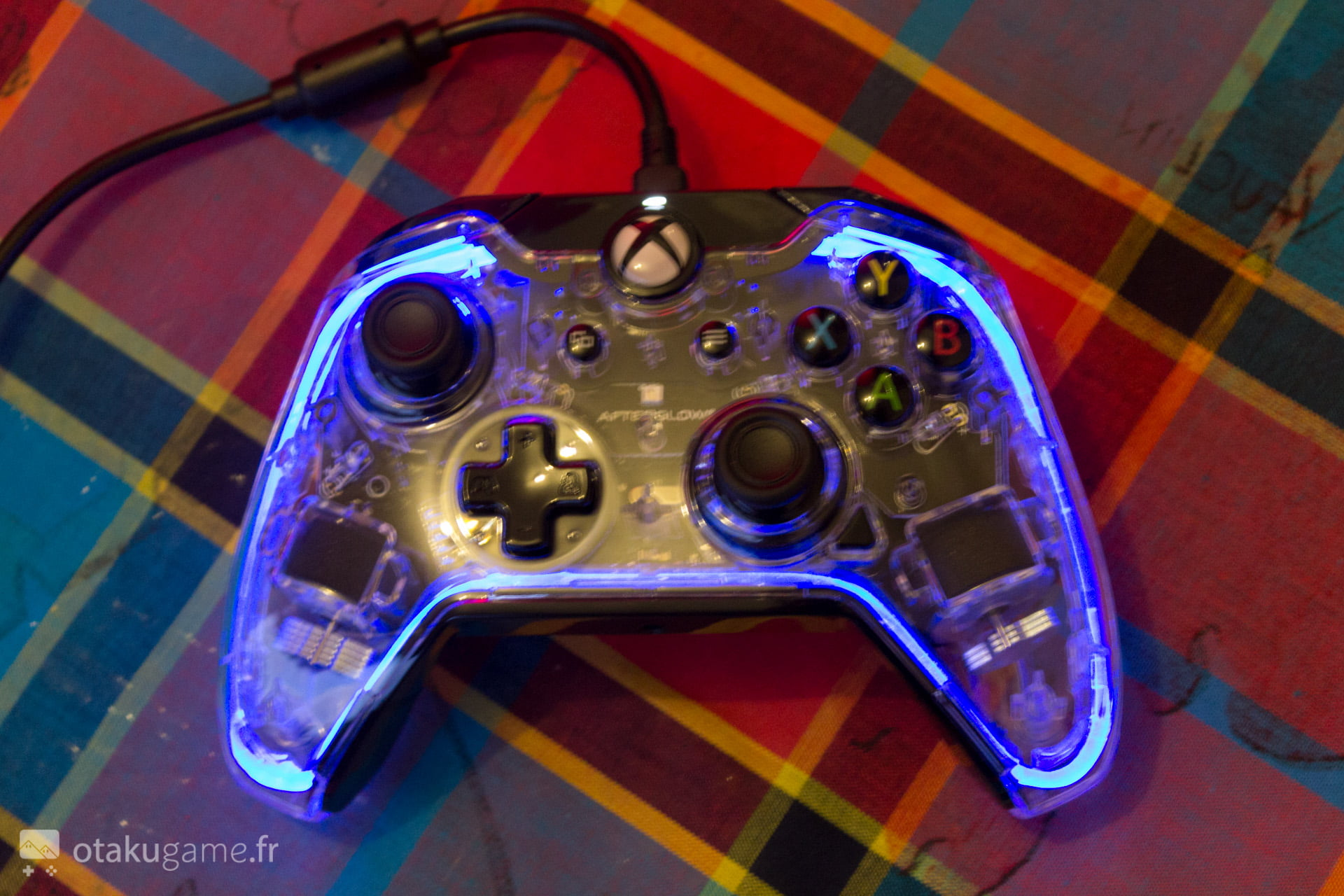 test la manette pdp afterglow prismatic xbox one le premium low cast. Black Bedroom Furniture Sets. Home Design Ideas