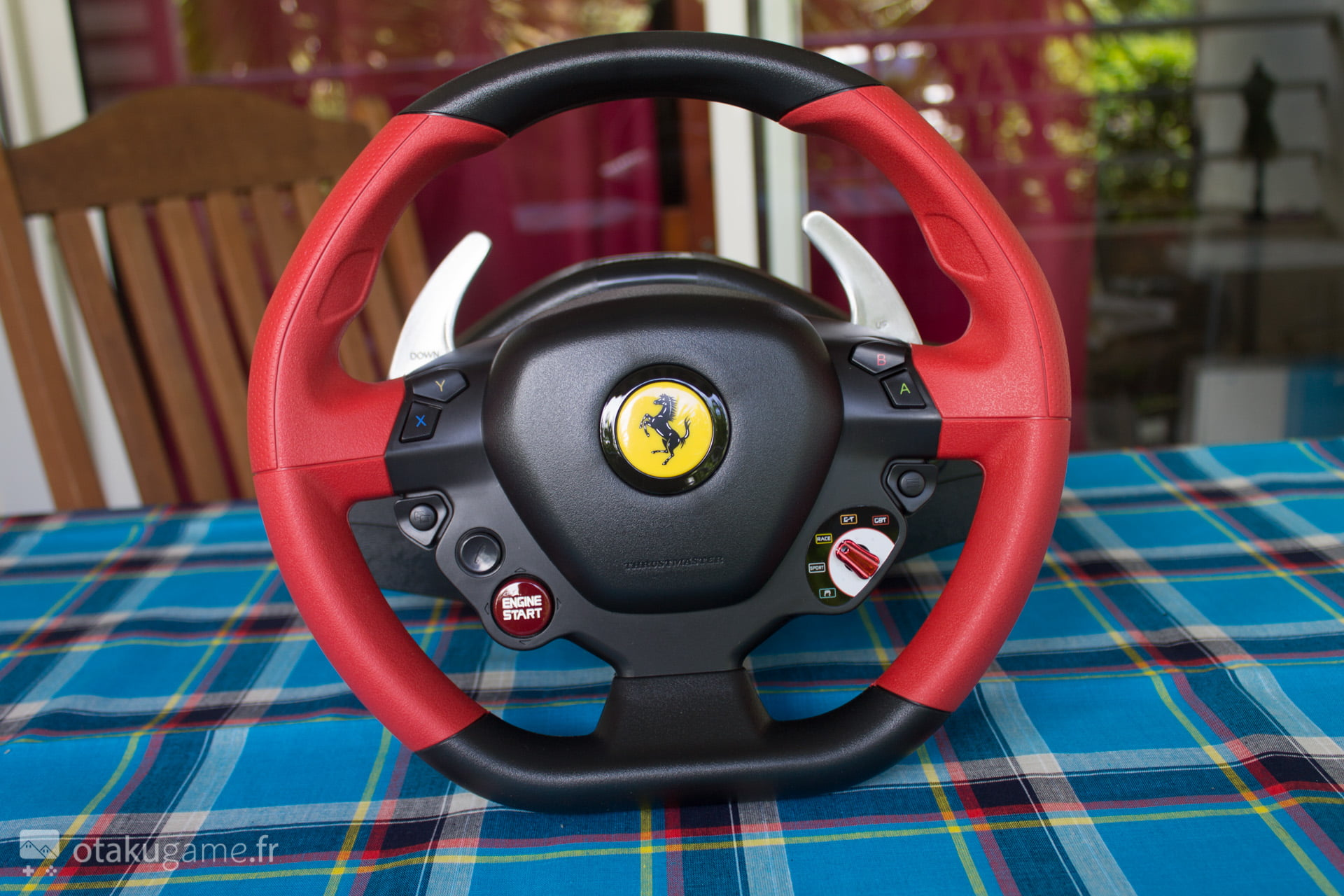 test le volant xbox one thrustmaster ferrari 458 spider good or not. Black Bedroom Furniture Sets. Home Design Ideas
