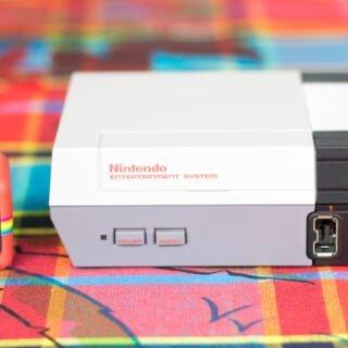 La NES Mini Classic à côté de ma caméra Polaroid ;) !