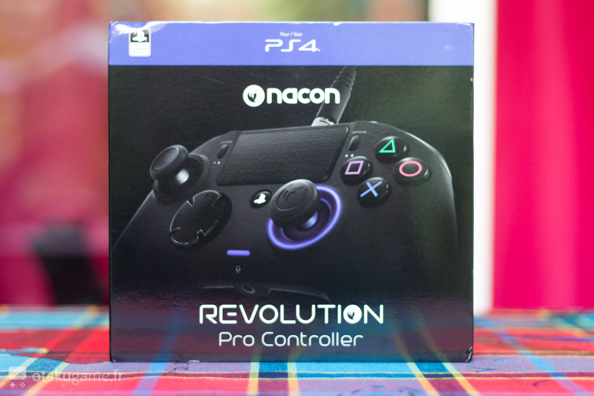 """La Nacon Revolution se veut être une manette """"premium"""" pour la PS4 !"""