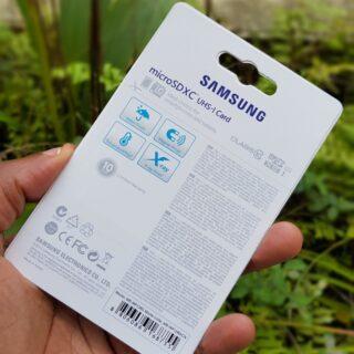 Emballage d'une fausse carte micro SD Samsung Evo Plus de 128 go.