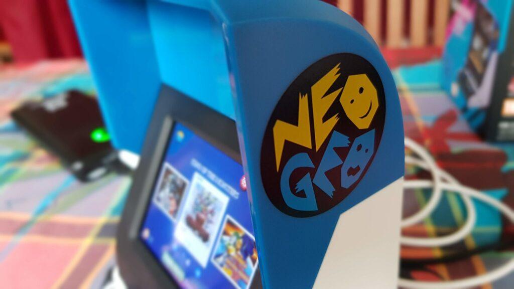 """Et c'est toujours classe d'avoir un objet """"Neo Geo"""" à la maison !"""