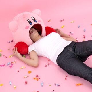 Peluche géante de Kirby pouvant nous avaler... C'est presque glauque !